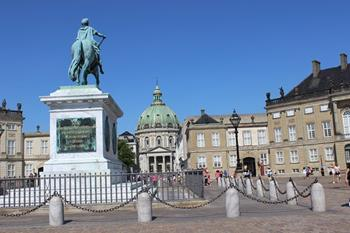 Amalienborg Sarayı