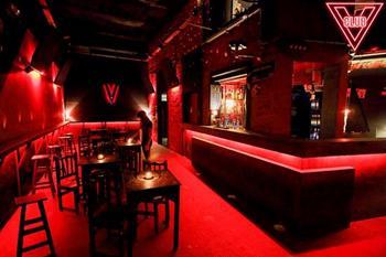 Club V