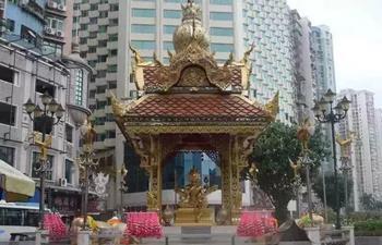 Dört Yüzlü Buda Heykeli