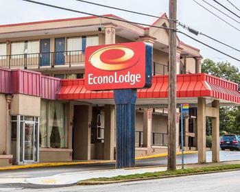 Econo Lodge Airport Hotel
