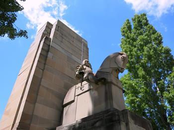 Kral V. George Anıtı