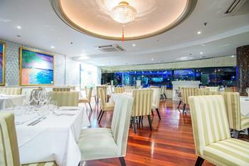 La Vue Waterfront Restaurant