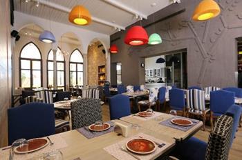 Loris Restaurant