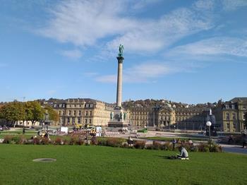 Schlossplatz Meydanı