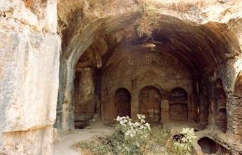 Yedi Uyuyan Mağarası
